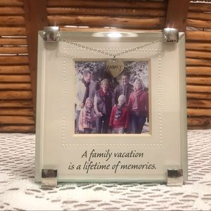 """🦋Mud Pie""""FAMILY""""Picture Clip Frame chain w/Heart"""